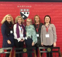 Myndin af hópnum tekin á ráðstefnunni í Harvard